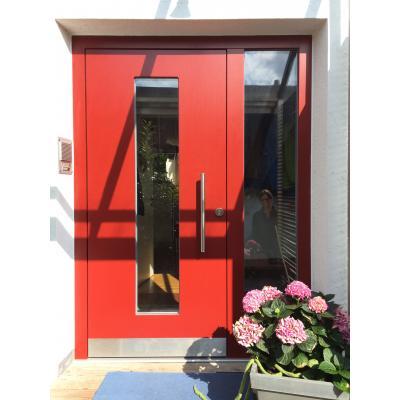 Holztüre mit Seitenteil in modernem Design