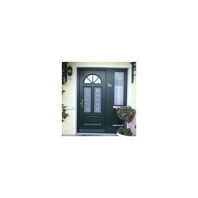 Grüne Haustür aus Holz mit Seitenteil und Ornamentglas mit Sandstrahlmotiv in Memmingen